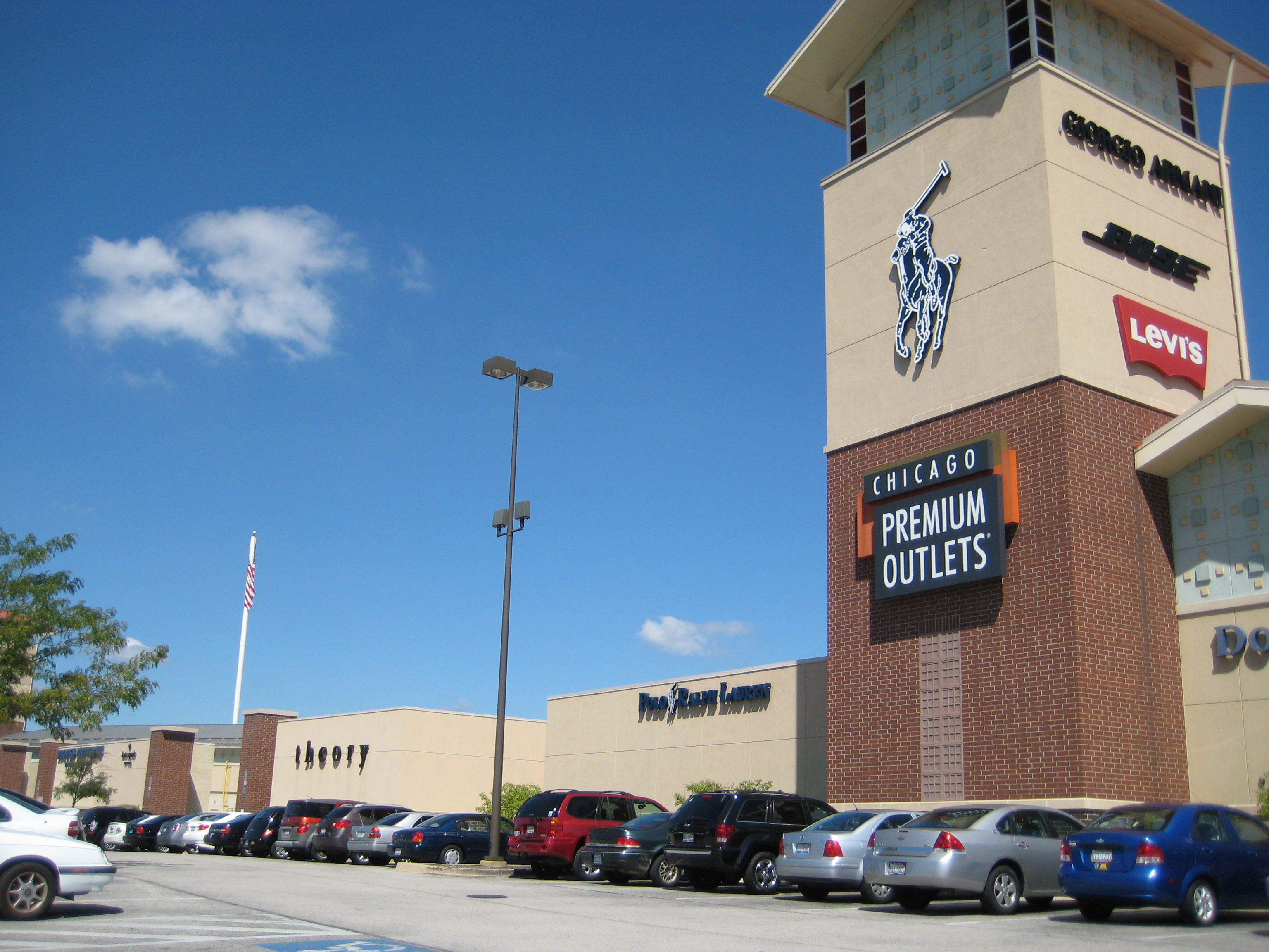 b2e40f338527f4 Top Shopping Destination  Chicago Premium Outlets